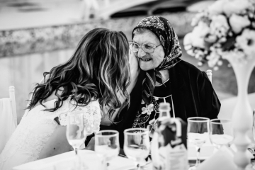 fotograf-craiova-iurasog-momente-emotii-bunica-la-masa-e1554844085338