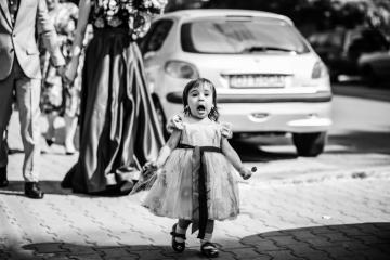 fotograf-craiova-iurasog-momente-emotii-fetita-alergand-e1554760004378