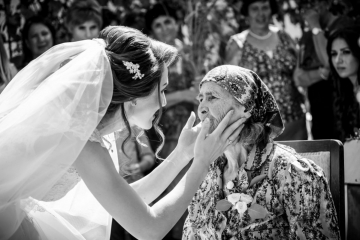 fotograf-craiova-iurasog-momente-emotii-mireasa-bunica-e1554842421758