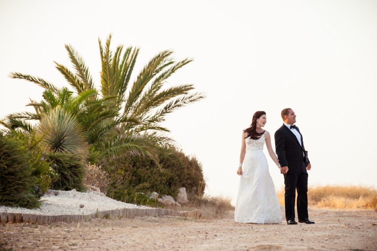 miri tinandu-se de mana in Cipru