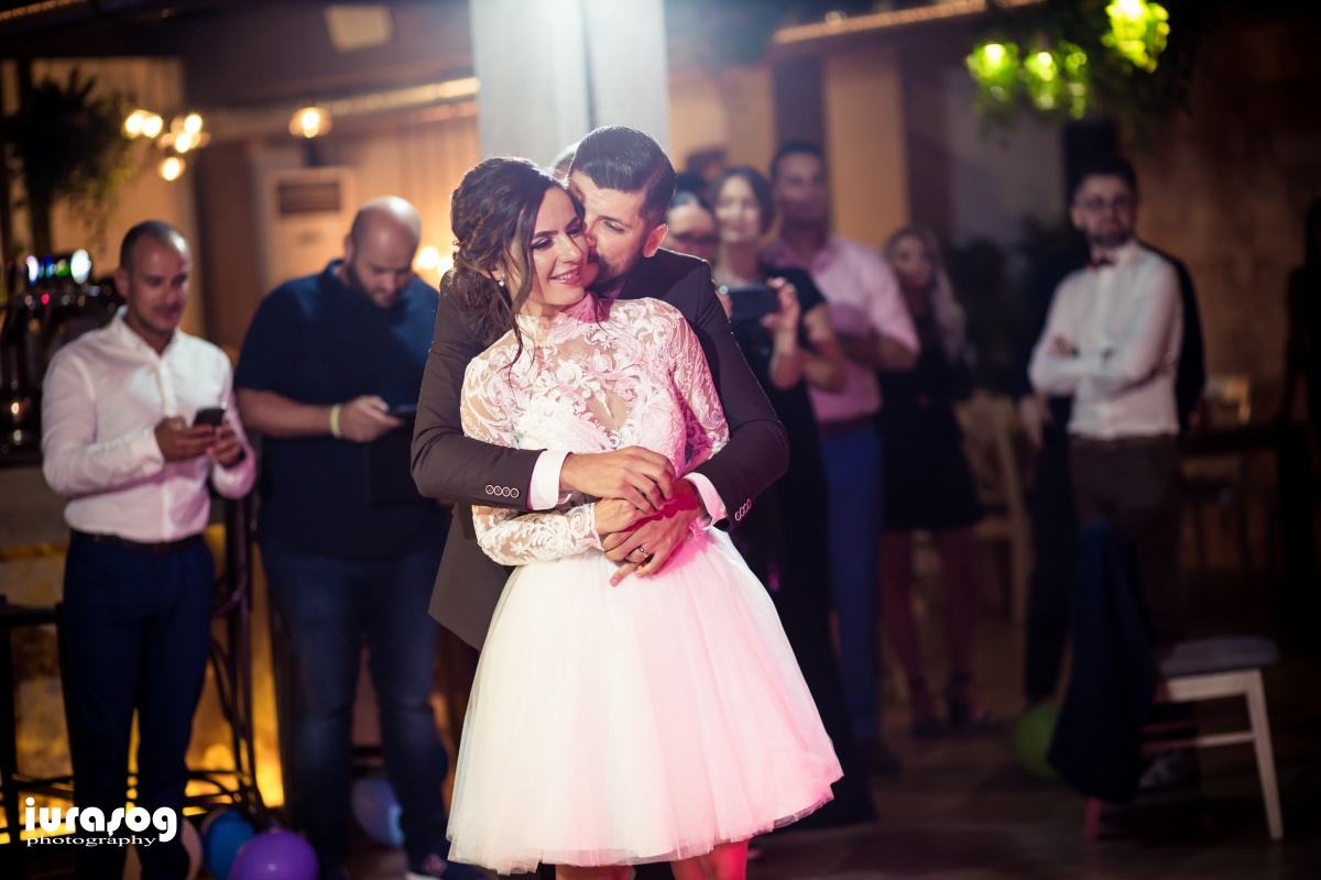 petrecere restaurant mire dansand Camil si Irina