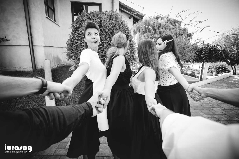Iulia si Andrei fete si baieti de mana alb negru