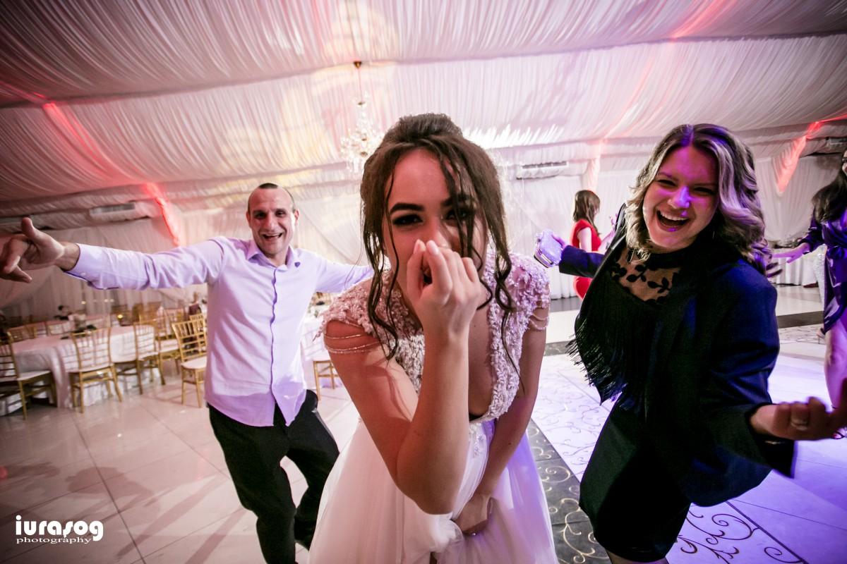 nunta Adelina si Stefan mireasa rade la camera