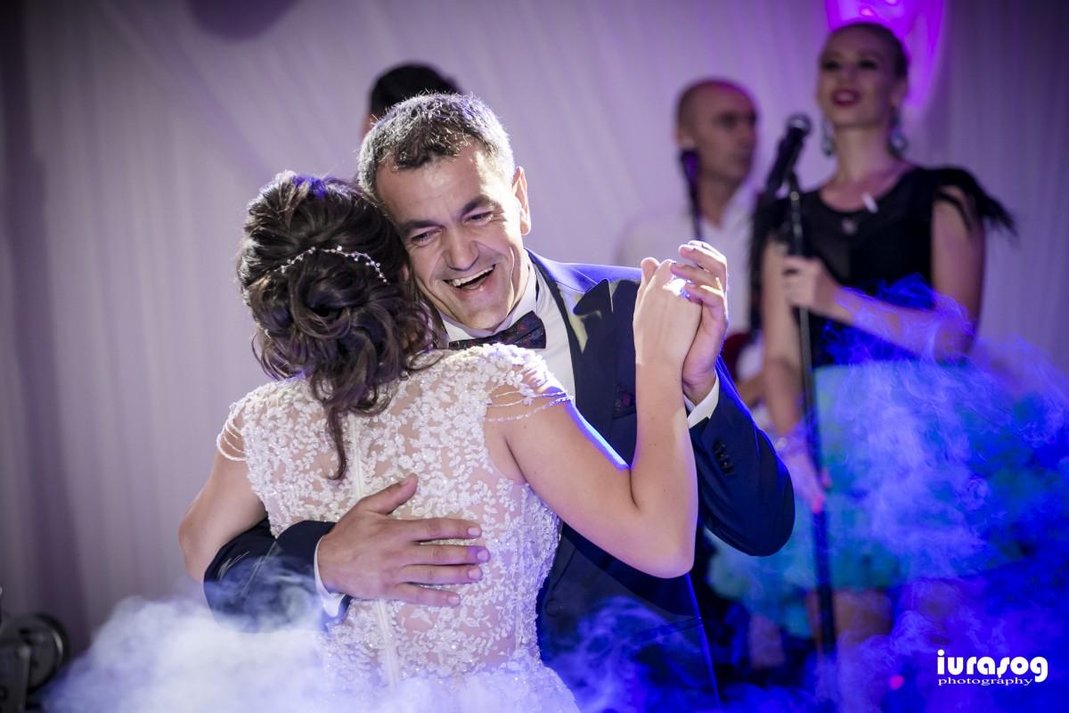 nunta Adelina si Stefan mireasa danseaza cu tatal