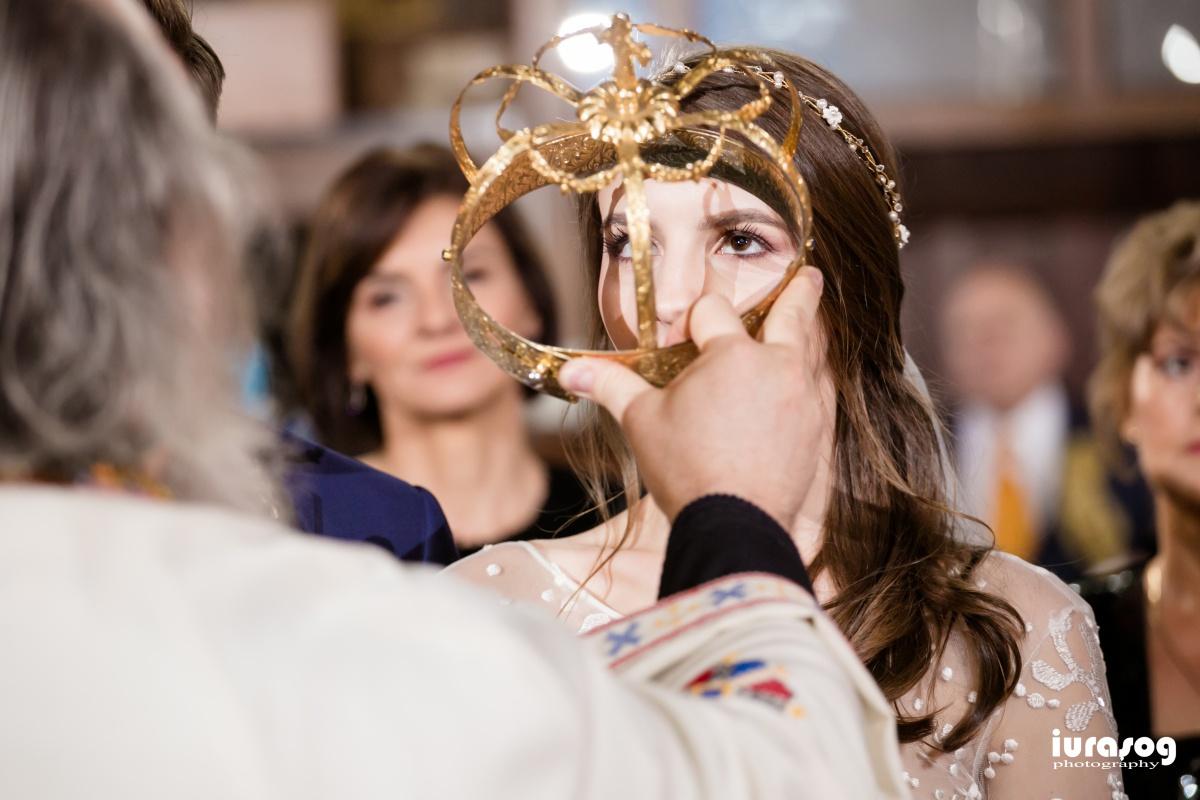 punere coroanei la biserica