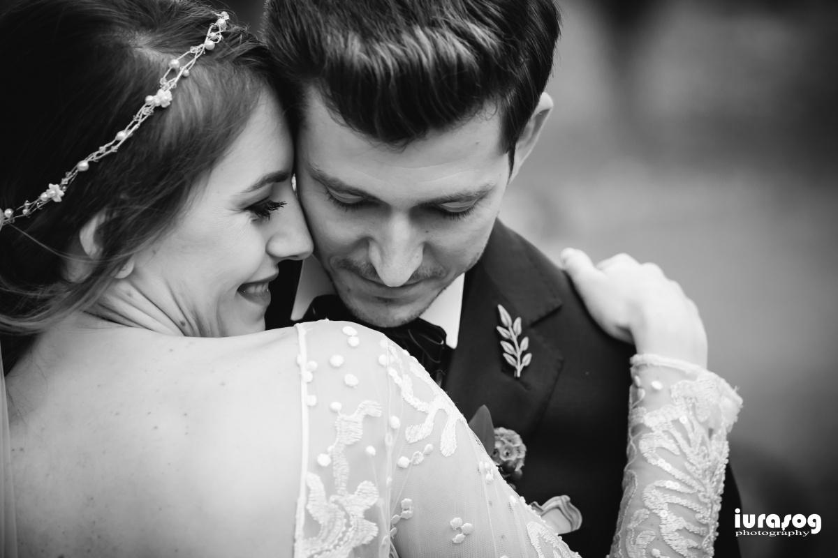 fotograf craiova nunta Irina si Stefan imbratisare