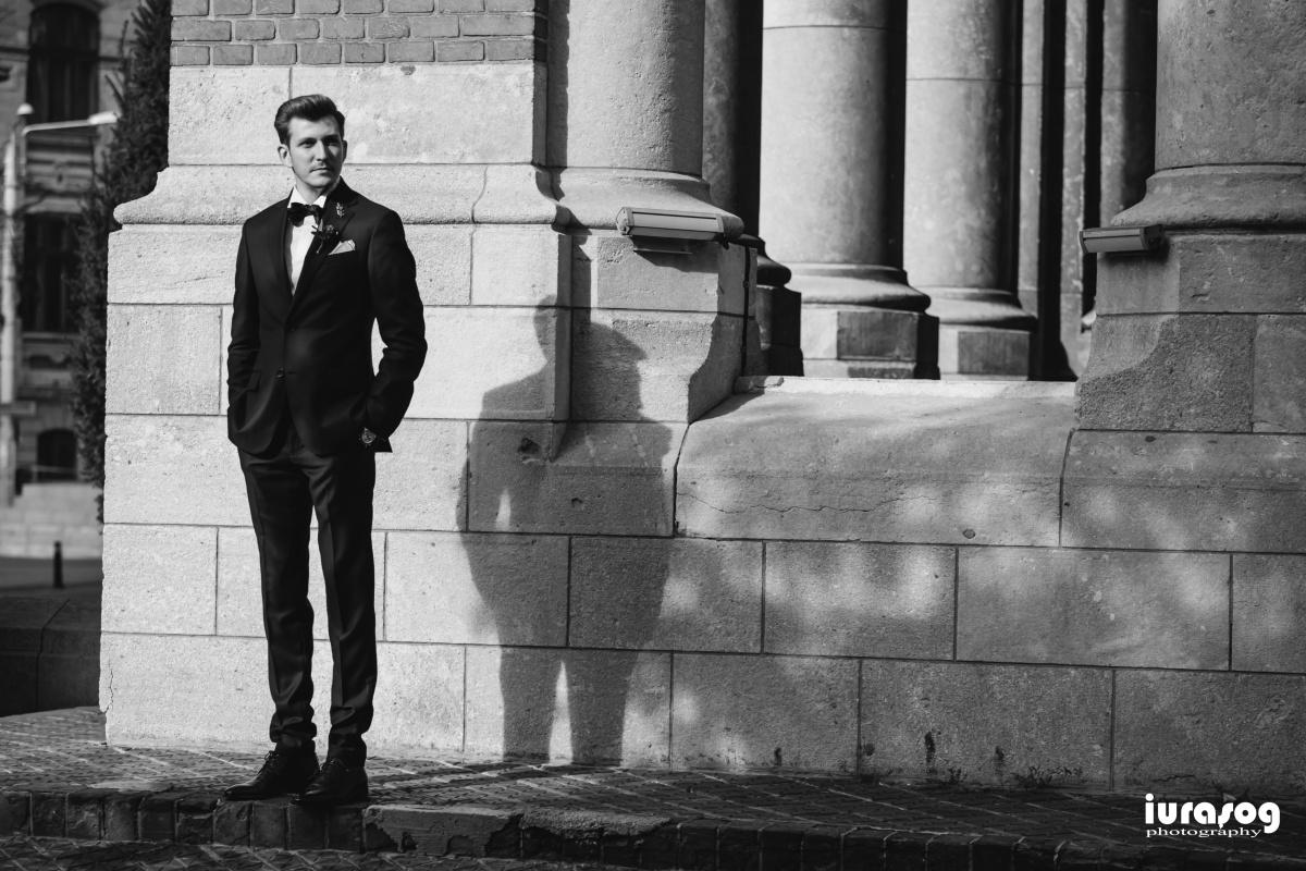 fotograf craiova nunta Irina si Stefan portret mire langa biserica